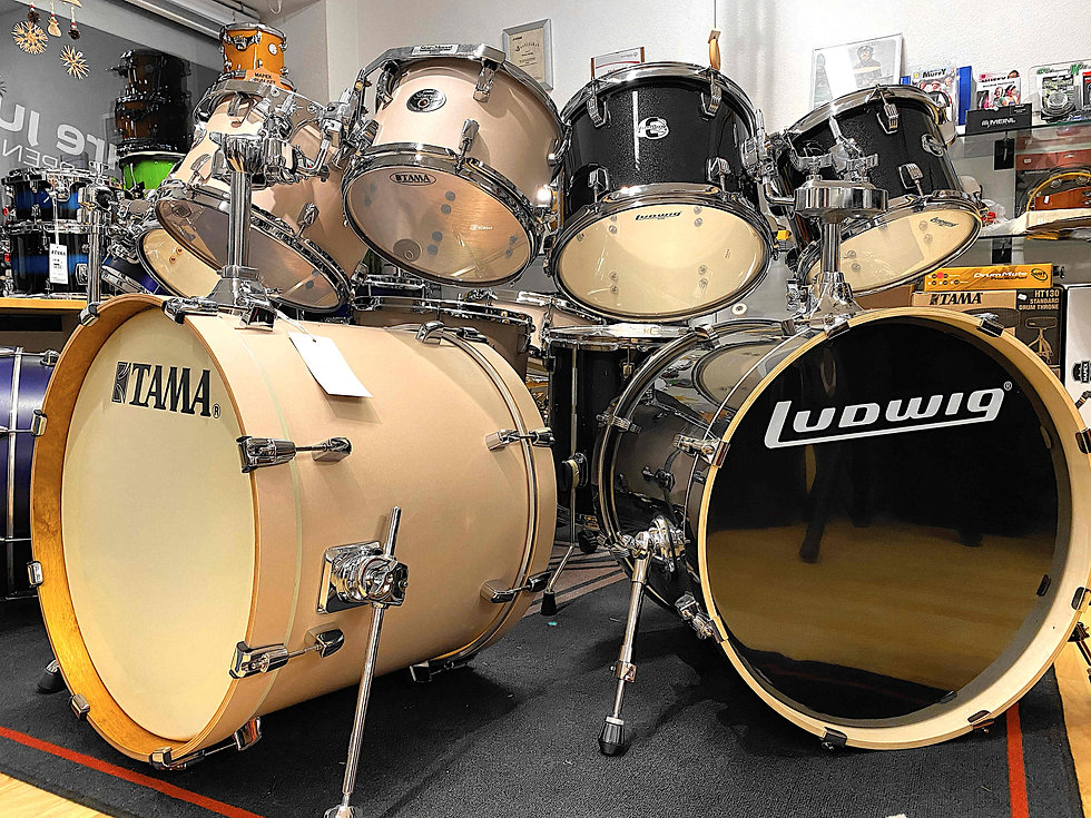 Laden Lokal Appenzell Drums.JPG