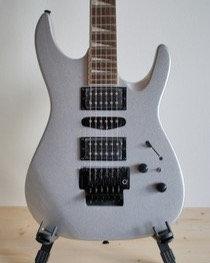 ARIA XL DLX - Elektrische Gitarre mit Floyd Rose Tremolo