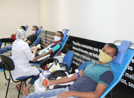 Voluntários do Grupo Mateus doam sangue ao Hemomar