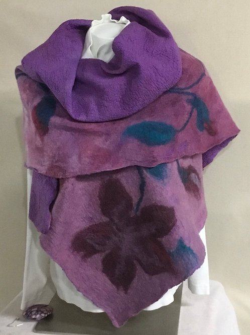 Shawl in shades of purple with flower decor