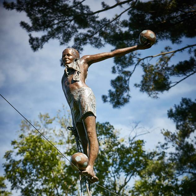Jerzy Kędziora, Boy With Balls, balancing sculpture