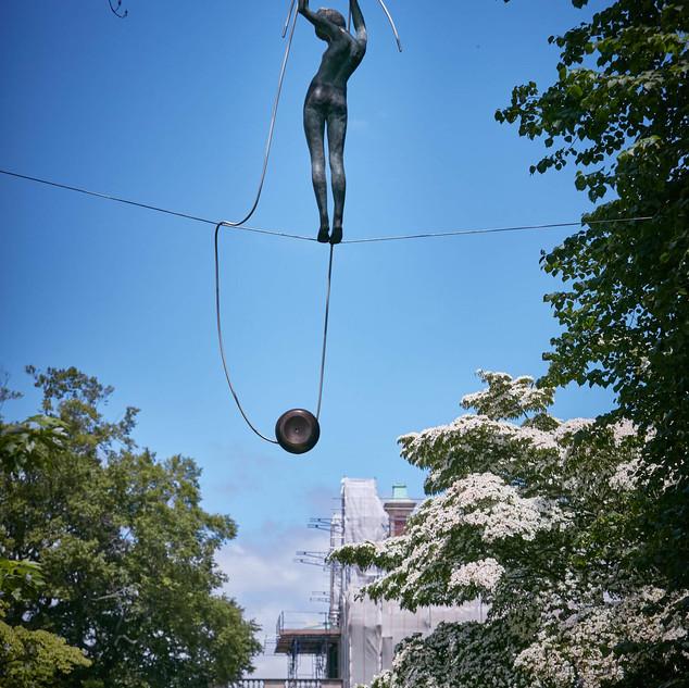 Jerzy Kędziora, Girl With Yo-yo, balancing sculpture