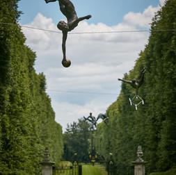 Jerzy Kędziora, Gymnast With Balls, balancing sculpture