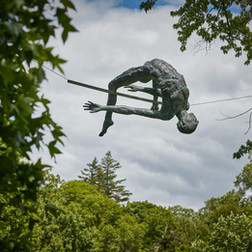 Jerzy Kędziora, Over the Bar, balancing sculpture