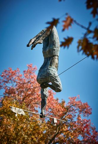 Jerzy Kędziora, Green Acrobat, balancing sculpture