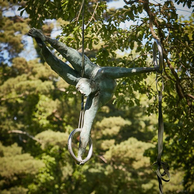 Jerzy Kędziora, Broken Circle, balancing sculpture