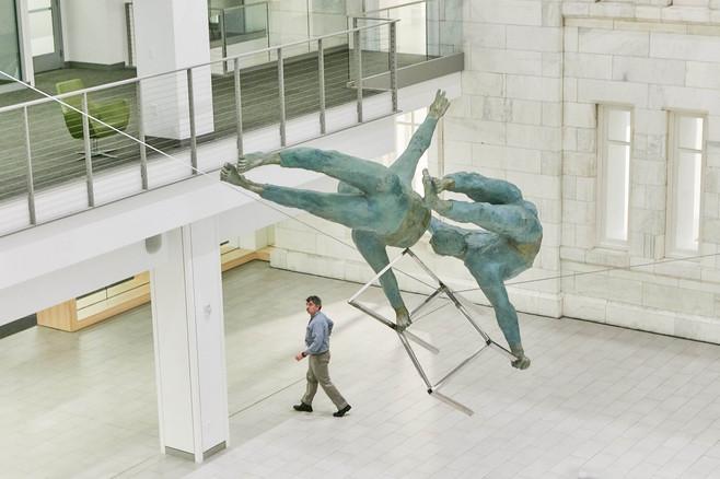 Jerzy Kędziora, Duo with Chair, balancing sculpture