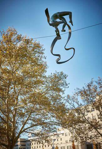Jerzy Kędziora, Chłopiec z piłkami, rzeźba balansująca