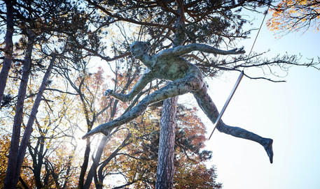 Jerzy Kędziora, Athlete: Over the Hurdle, balancing sculpture