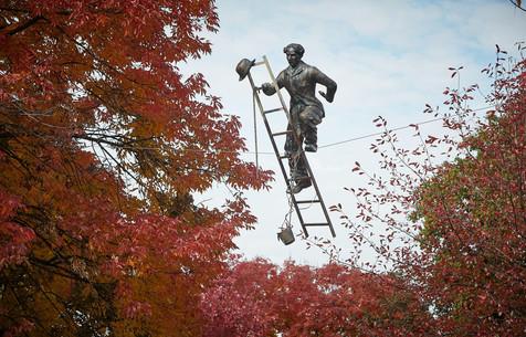 Jerzy Kędziora, Charlie Chaplin with Ladder, balancing sculpture