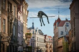 Jerzy Kędziora, Wysoko zawieszona poprzeczka, rzeźba balansująca