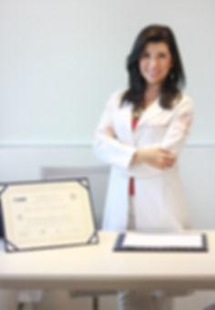 Dra Dafne, Vascular com Título de Especialista em Cirurgia Vascular e Endovascular e Doppler pela SBACV
