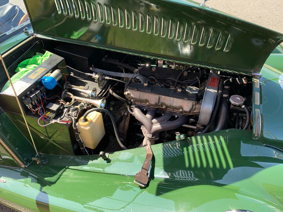 1984-Morgan-4-4-engine.jpg