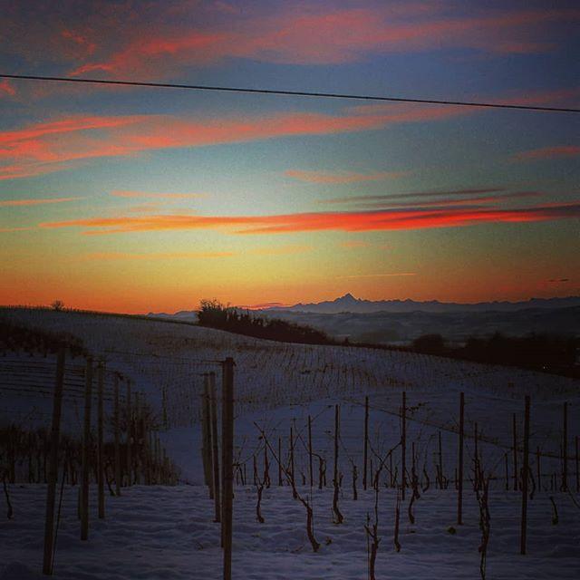 I fantastici tramonti delle Langhe #cascinasansiro #langhe #monferrato #monviso #piemonte #sunset #l