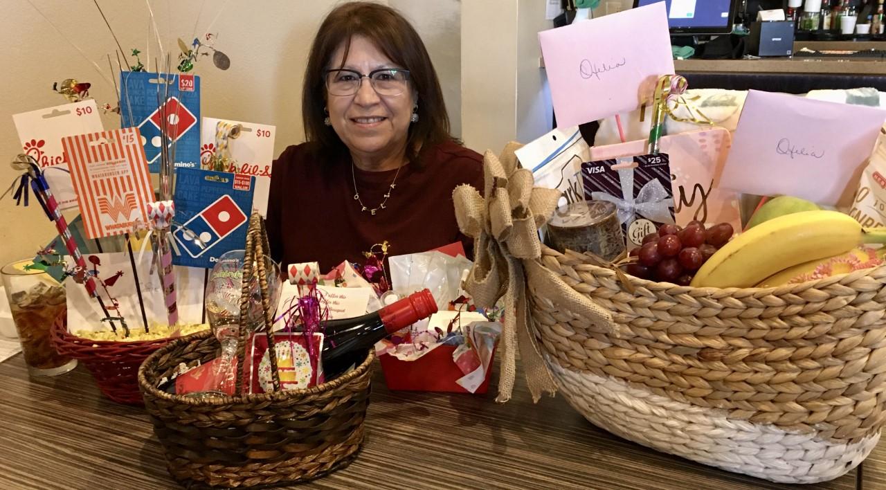 Ofelia with gift baskets
