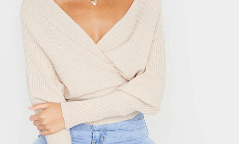 Sweterek of shoulders
