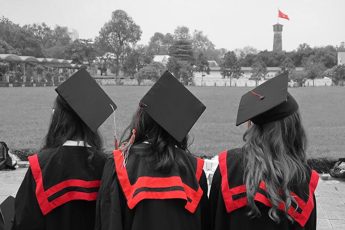 3 diplomés.jpg