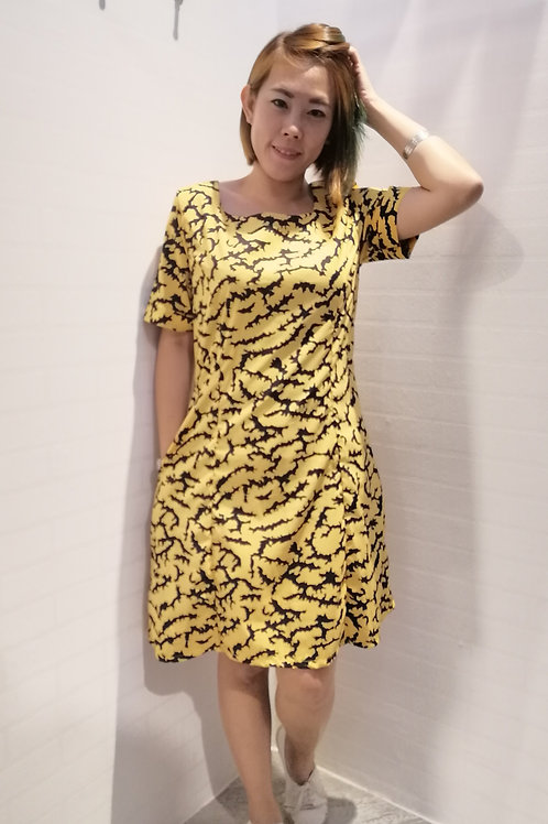 Flowing Round Neck Dress In Yellow