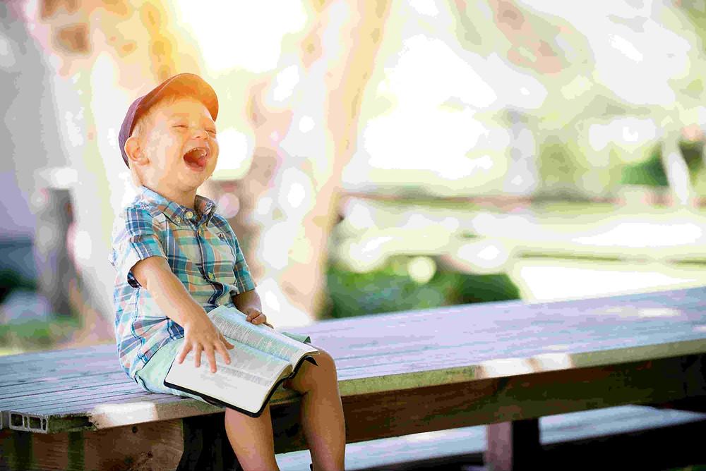 ילד מאושר