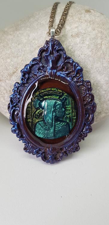 3D Large Queen Nef Baroque Bezel Pendant .. No. 194 ..