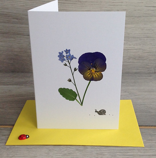 Pressed flower card with snail - Blank inside