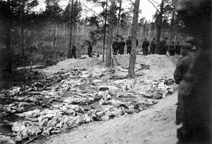 Website Katyn Woods corpses.jpg