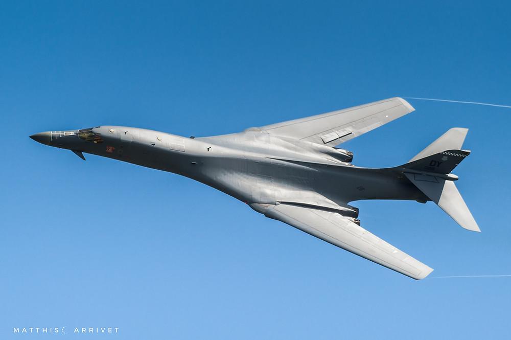 Supersonic strategic bomber B-1B lancer flying on blue skyin high bank angle
