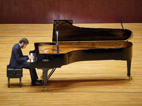 丹尼爾‧特里福諾夫使用FAZIOLI鋼琴