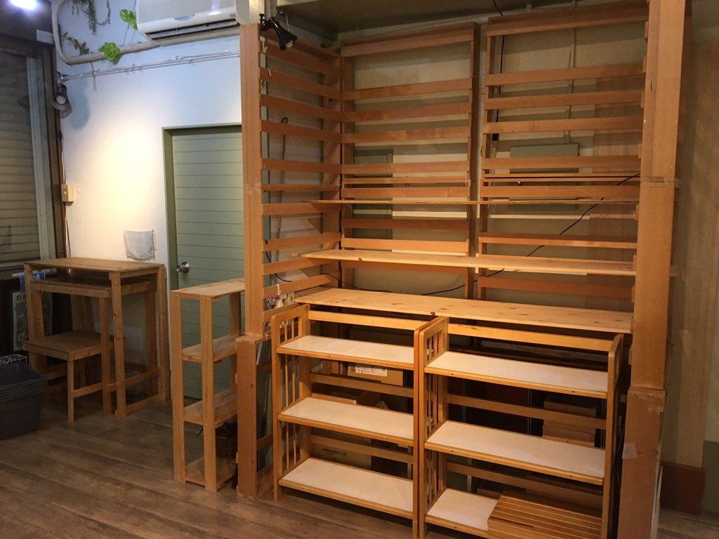左展示棚スペース
