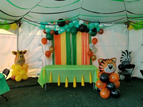 Balloon garland jungle.jpg