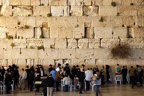 Western_wall_jerusalem_night.jpg