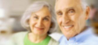 Lächelnde ältere Paare
