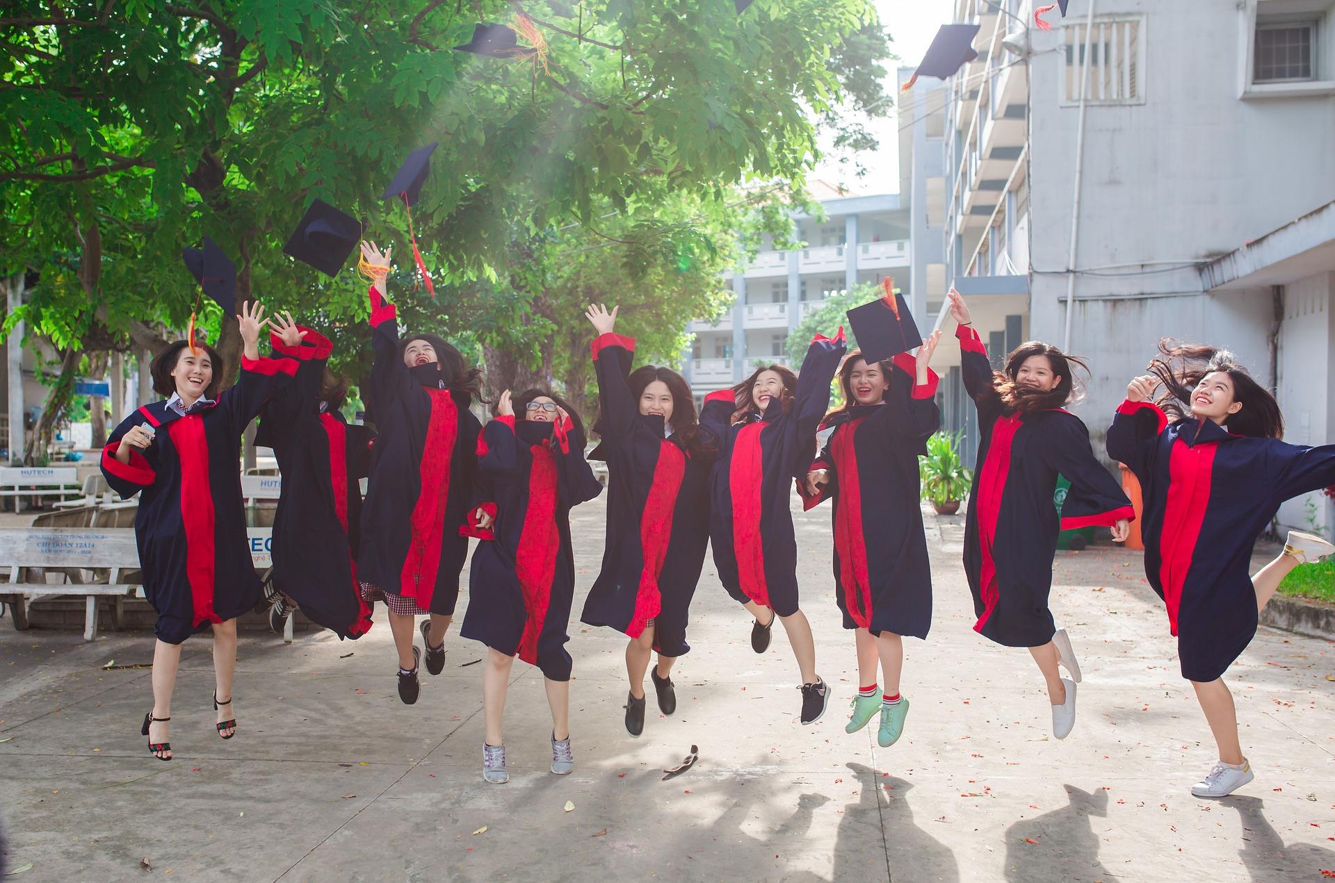 etudiantes-diplomees