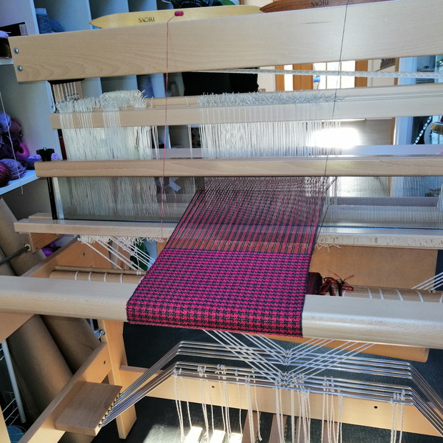 Weaving on the Louet loom