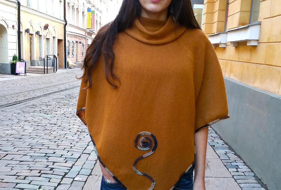Sprout poncho, gold straw