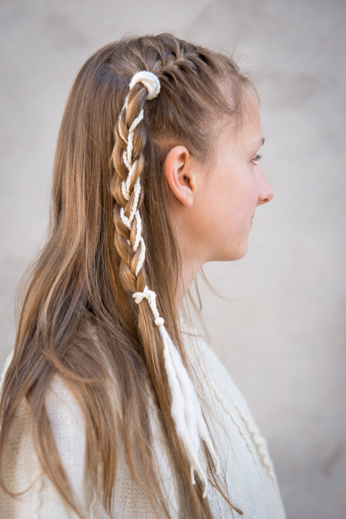Louhi hair band braided white