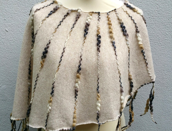 Drum coloured knitted Ainikki pelerine