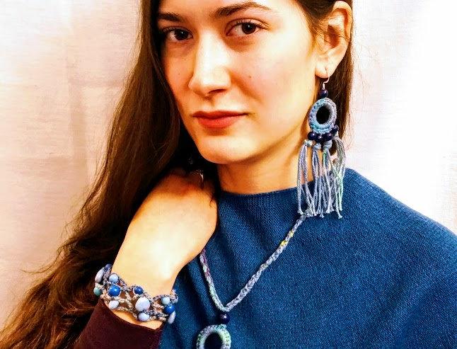 Sundrops pendant, blue