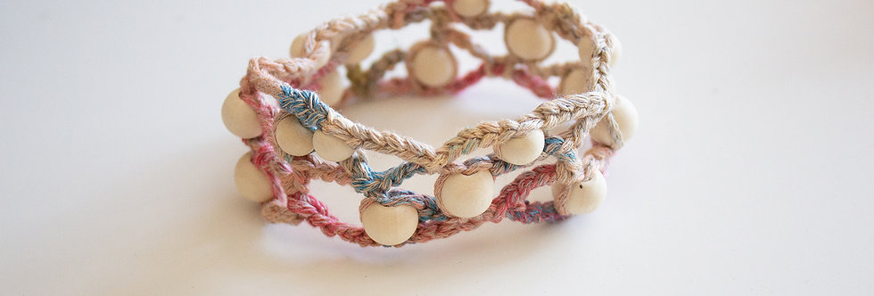 Kannel crocheted bracalet with wooden pearls