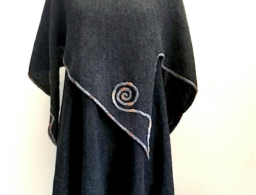Rune poncho, charcoal
