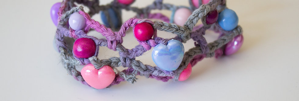 Lilac crocheted bracelet with wooden pearls and wax hearts