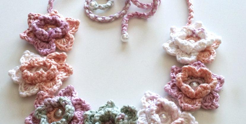 Lotus garland, pink