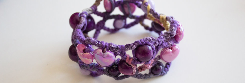 Lilac crocheted bracelet with wooden pearls