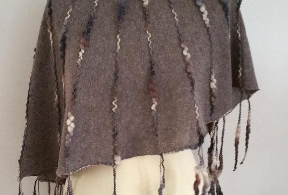 Bark knitted ainikki pelerine