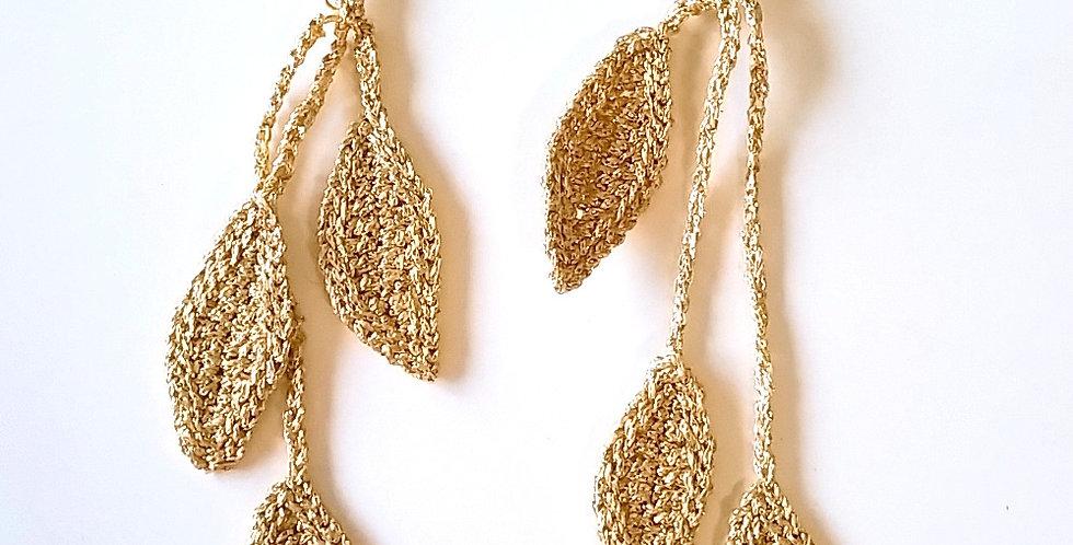 Source earrings, gold