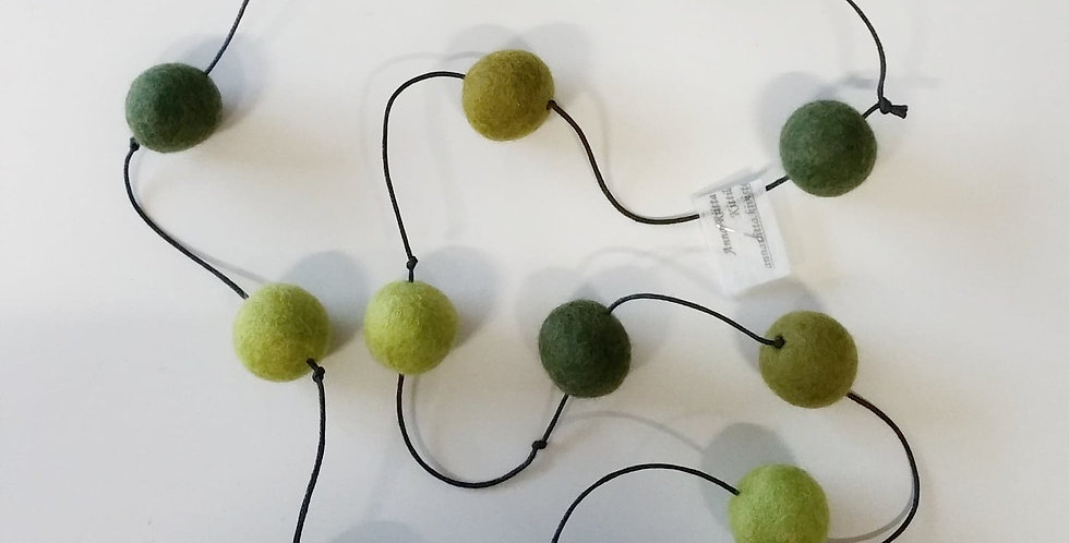 Felt ball necklace, green