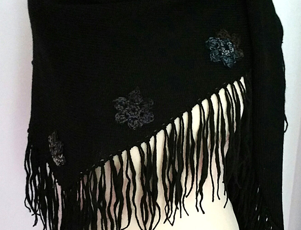 Black knitted sotkatar scarf