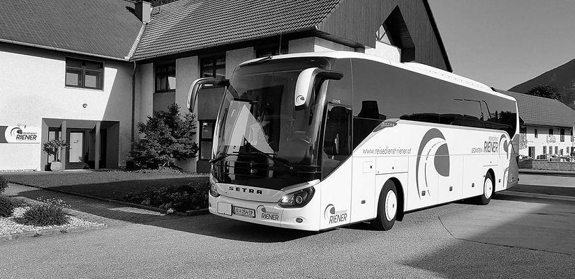 riener_bus-sw.jpg