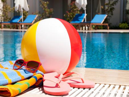 Comment entretenir votre piscine avant de partir en vacances ?
