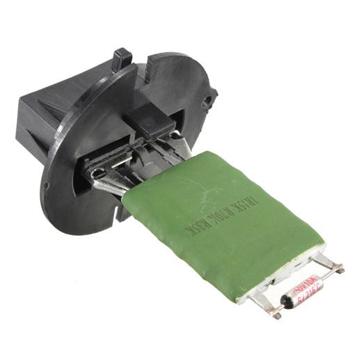 Резистор мотора вентилятора в ответе за движение воздуха в машине